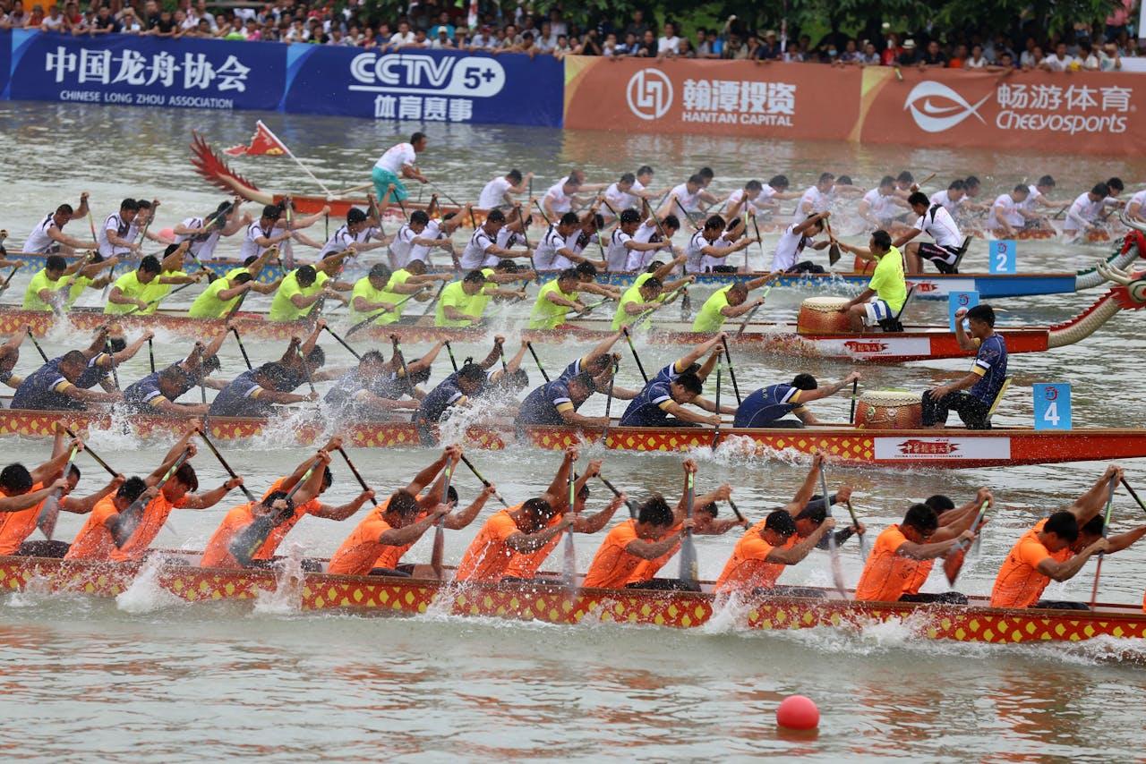 Een drakenbootrace tijdens Tuen Ng Festival
